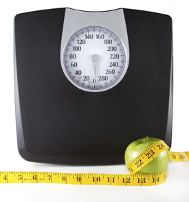 scale with apple and measuring tape